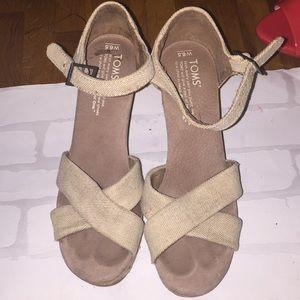 Cute tan Toms sandals! Size 6.5